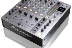 Pioneer DJM 700.